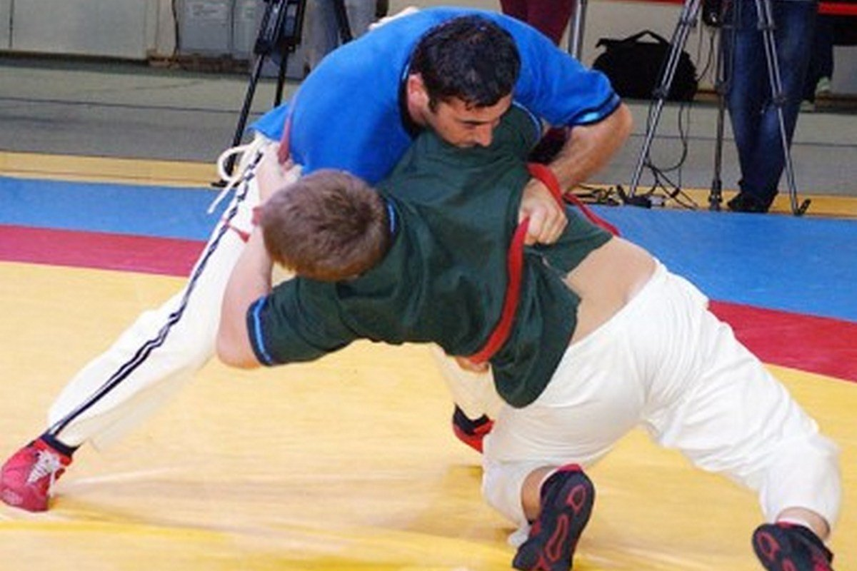 - Tajik type of belt wrestling. Athletes start facing each other with holding the belts of each other, hands on the back of the opponent. Victory goes to the wrestler, who pulls the opponent from the carpet and throws his on his back falling together with him.