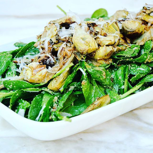 We had an awesome Mother's Day BBQ yesterday with friends and I made this spinach and baby artichoke salad with Parmesan and toasted garlic breadcrumbs. The dressing was a simple lemon and olive oil blend with lots of salt and fresh cracked pepper. It was the perfect way to end a beautiful weekend 👪  #thecitykitchensf #mymarinkitchen . . . . . #spring #salad #spinach #artichoke #parmesan #breadcrumbs #lemon #healthyeating #greens #feedfeed #f52grams #goopmake #tastingtable #buzzfeast #yum #foodpic #instafood #foodphotography #beautifulcuisines #huffposttaste #instayum #foodandwine #bghfood #thekitchn #f52backyard #salade #ensalada #salat