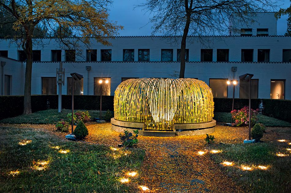 Daniel Ost, 2012 -  Belgian Floral Art Superstar Installation  - at the Roosenberg Abbey, Waasmunster.