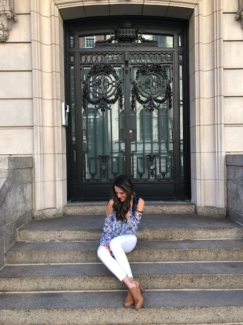 How to Style White Jeans for Spring