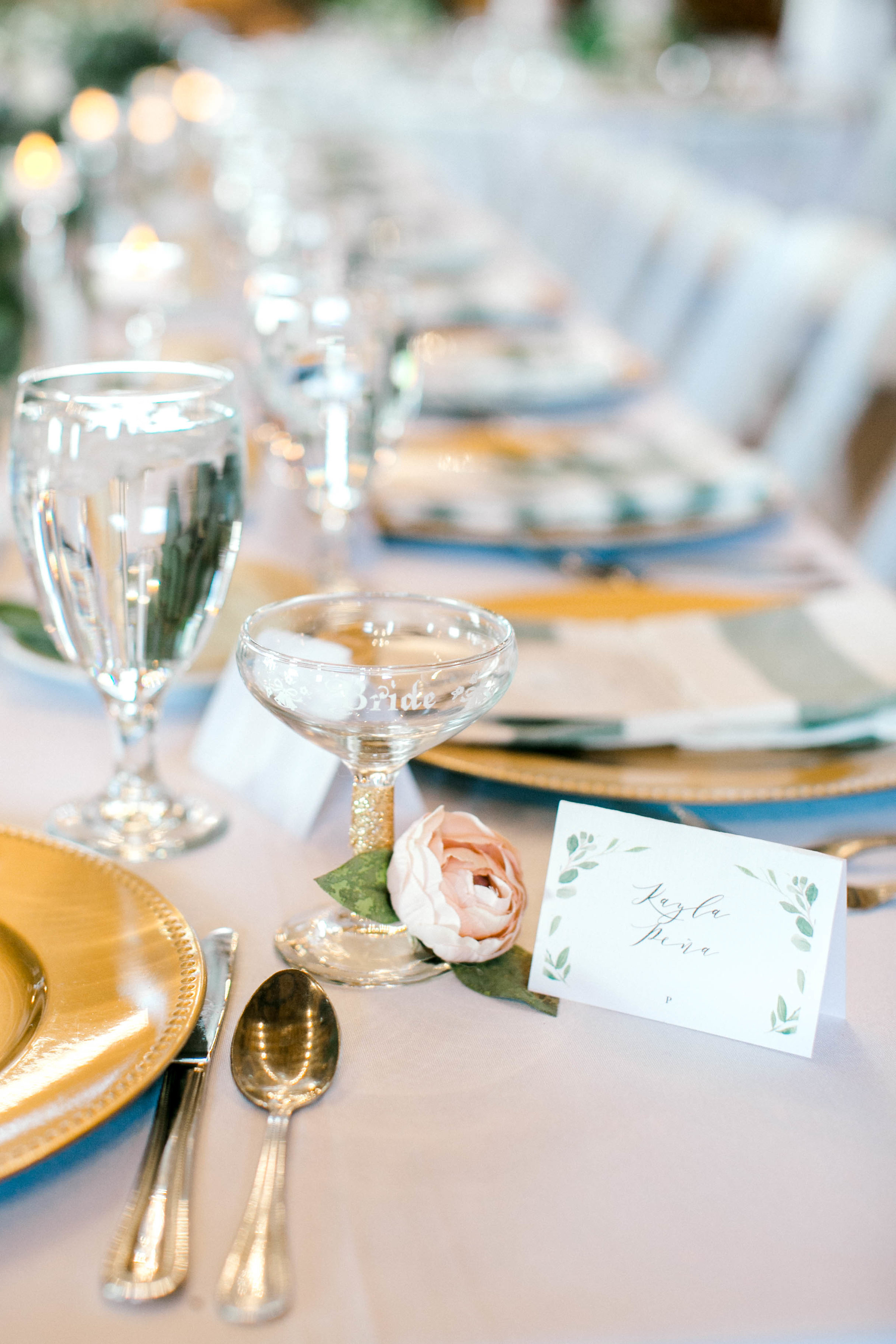 How to Create a Beautiful Wedding Table Setting on a Budget