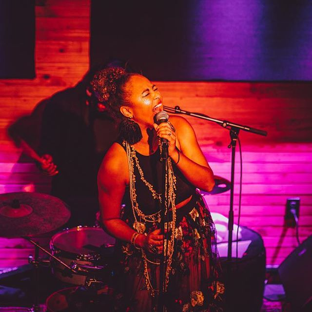 New Orleans' Songbird - Robin Barnes is known as one of the best contemporary jazz singers in the Crescent City. This powerhouse female vocalist is stunning audiences with her sultry blend of funky jazz, soul and R&B, a true tribute to her hometown of New Orleans.