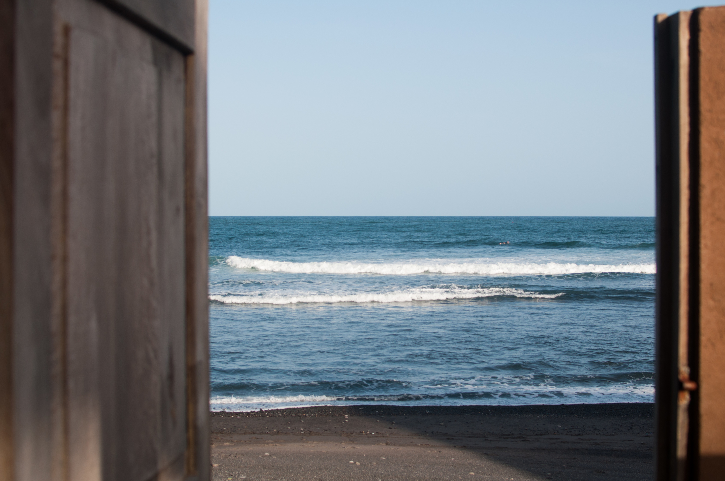 THE GATE TO THE SURF