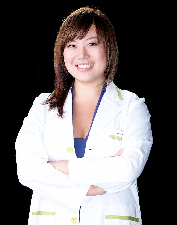 Dr.-Kelly-Hong-CALIFORNIA-PROFILE-PORTRAIT-BY-JONATHAN-R--BECKERMAN.jpg