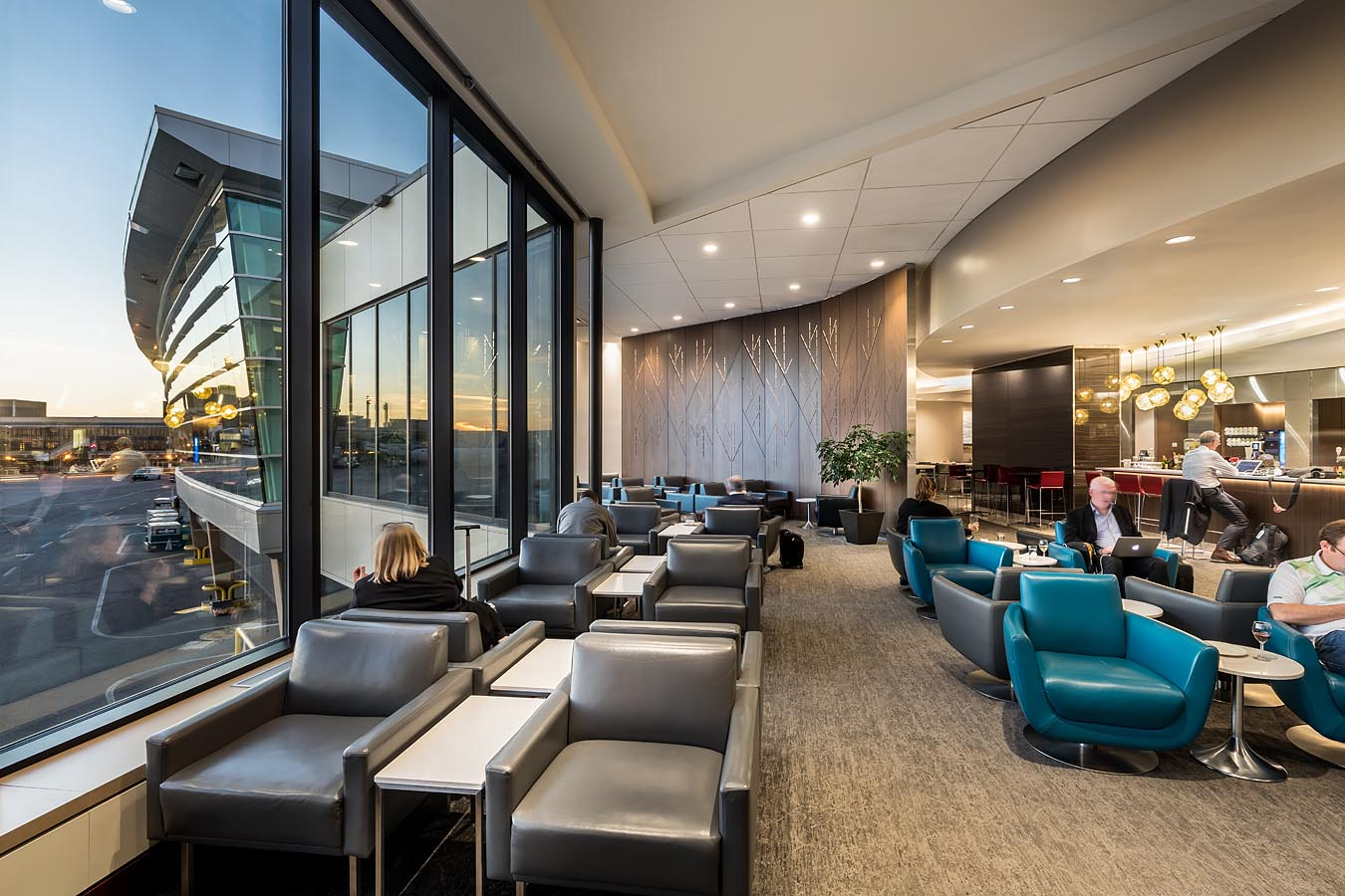 Air Canada Maple Leaf Lounge