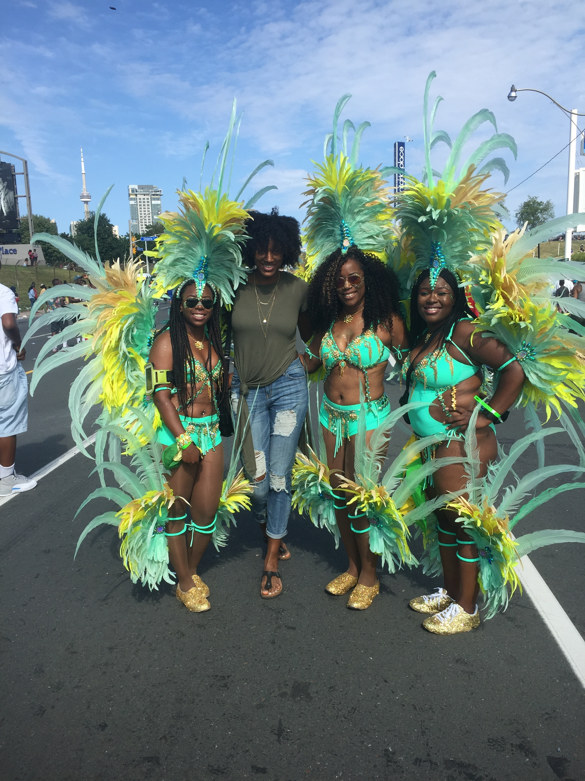 These gorgeous ladies are wearing a beautiful array of green, yellow and gold! And their headpieces are amazing!