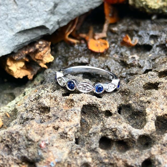 Pretty Treasures 💙  Love this gorgeous Sapphire & Diamond band dreamt up for the lovely @meg_tuck x _________________________ #sallyrosewhitelabel #weddingring #sapphirering #vintagestyle