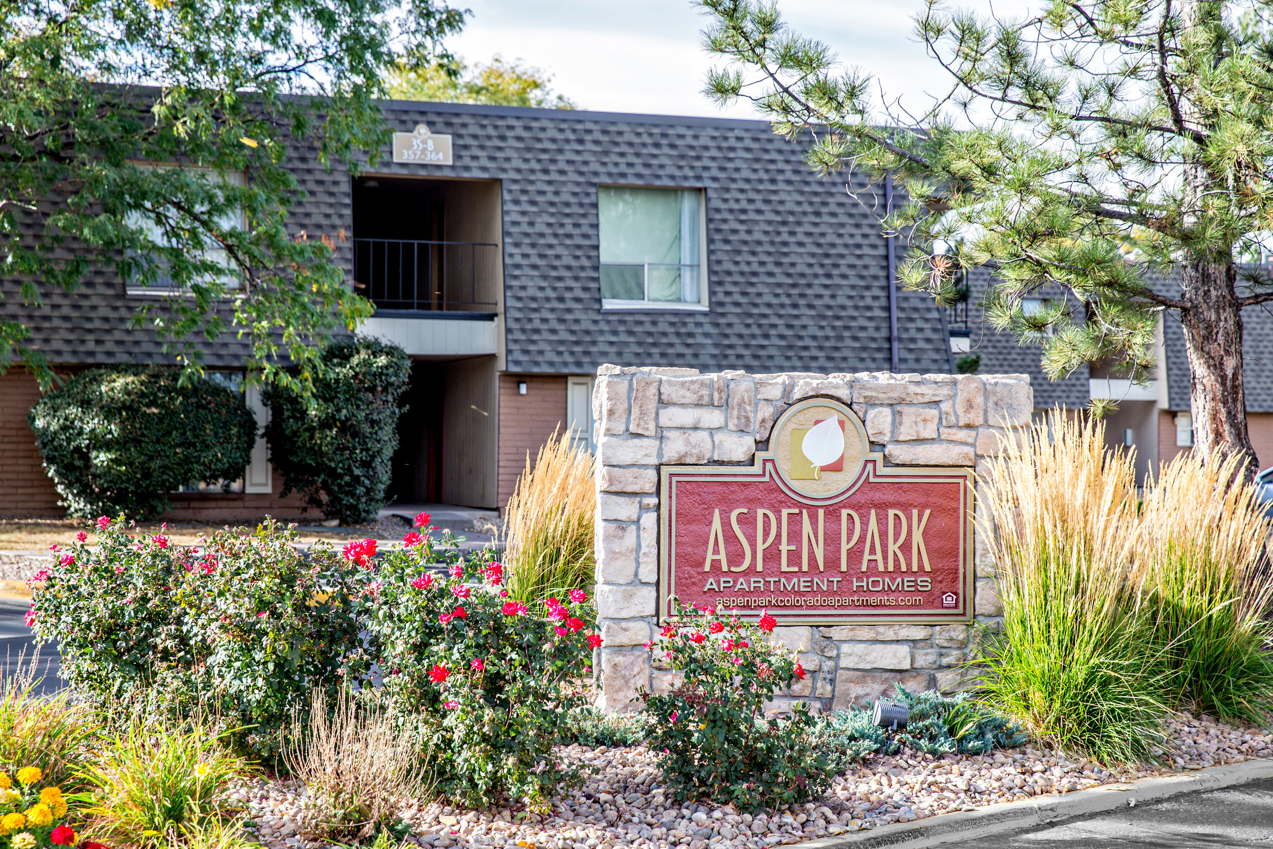 DENVER, CO ·388 UNITS· multi-family · 1973   Aspen Park Apartments is a 388-unit apartment community located on the North I-25 corridor that is a 15-minute drive to downtown and major north-market employers.   Amenities include ample parking, laundry facilities, two outdoor swimming pools, large clubhouse with multiple common spaces including a kids playroom, multiple courtyards with grills, and adjacent regional park and trail system. The interior amenities include air conditioning, private balconies in all units and large floor plans relative to the property's vintage.