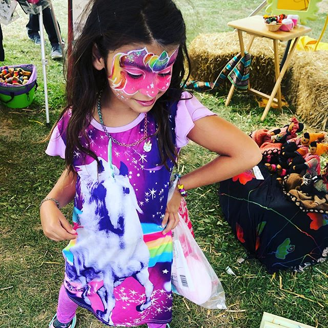 This girls color and fashion is something to strive for #fashiongoalz #unicornbliss #facepainting #ottawalife #paintedpixie #colours #rainbowsareeverywhere #unicorn #kidsareawesome