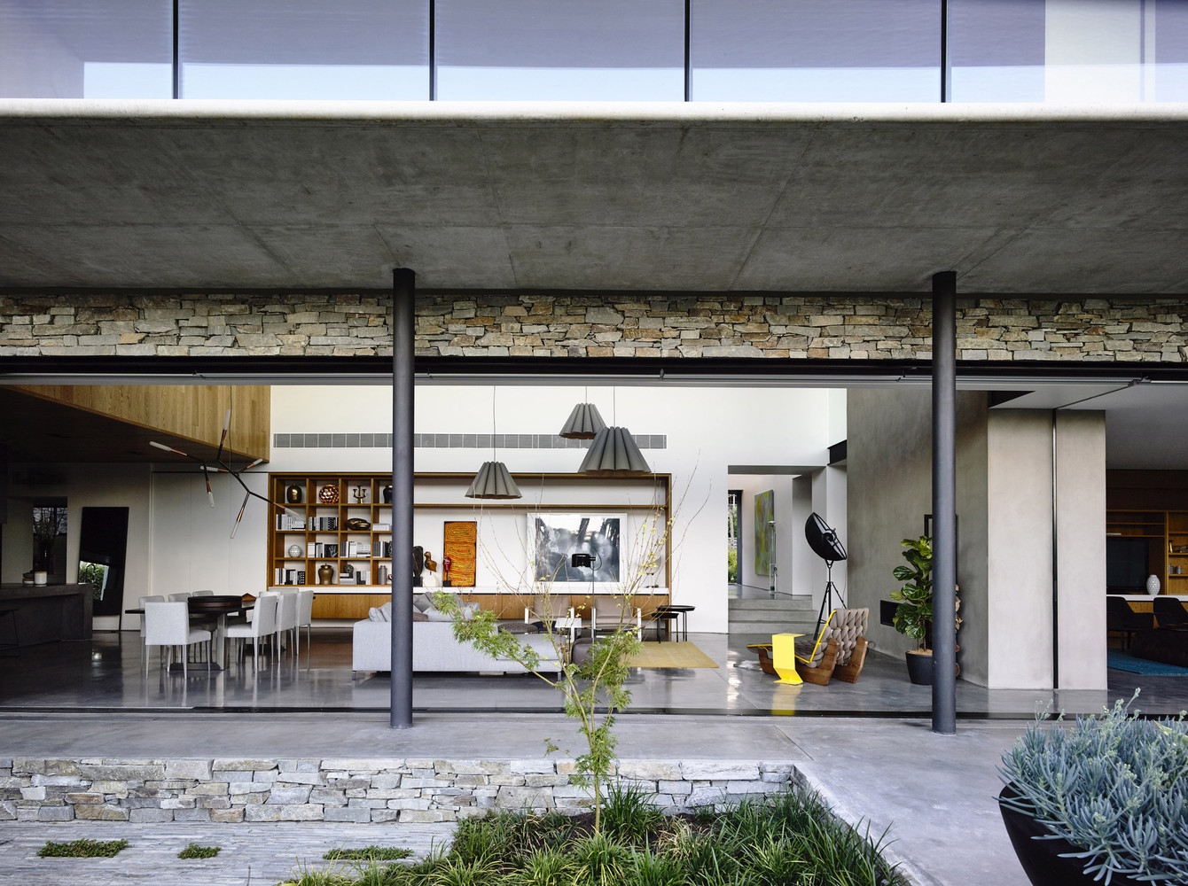 Concrete-House-In-Melbourne-Australia-8.jpg