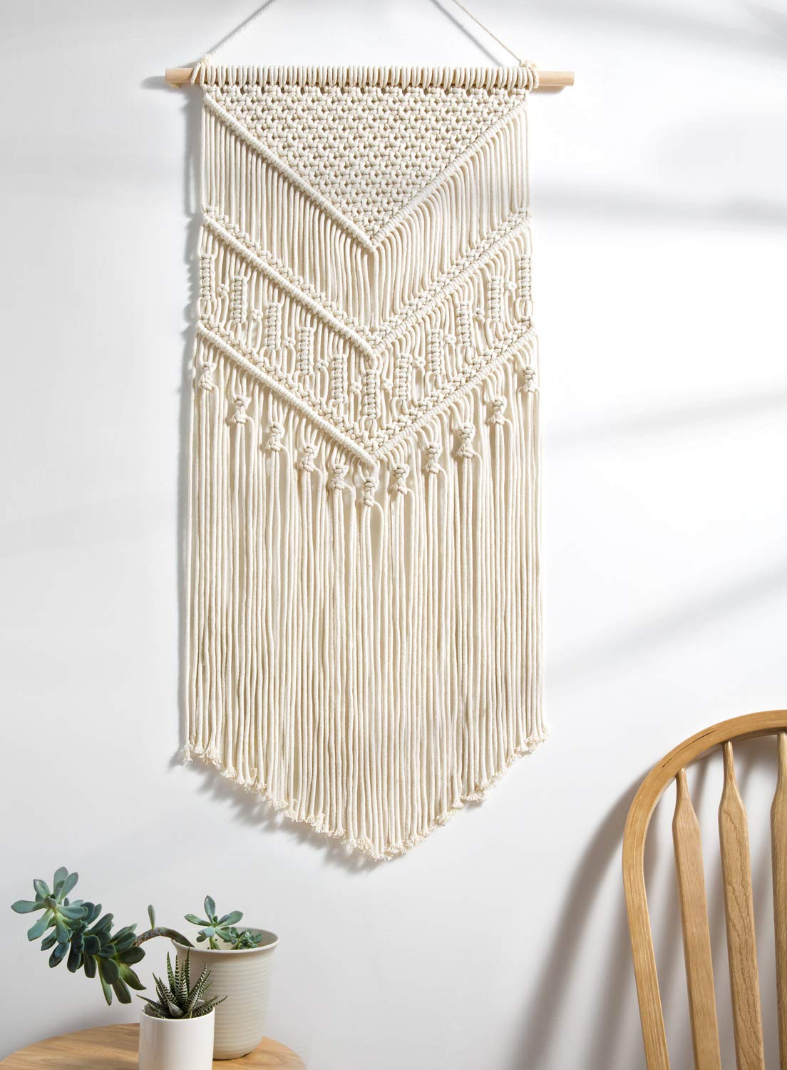 Macramé Décor - This 60s & 70s inspired trend is making a comeback and taking this season by storm. The bohemian inspired textile art form of knotting and hitching is the perfect décor for any room and comes in many shapes and forms!