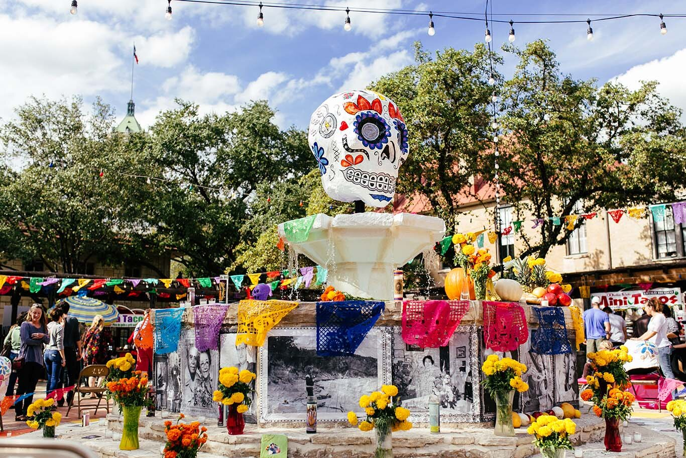 Día De Los Muertos - San Antonio - October 26 & 27This colorful festival in San Antonio celebrates Day of the Dead. Visitors can learn and experience the culture of this beautiful festival with live music, entertainment, food, and San Antonios largest open alter exhibition.