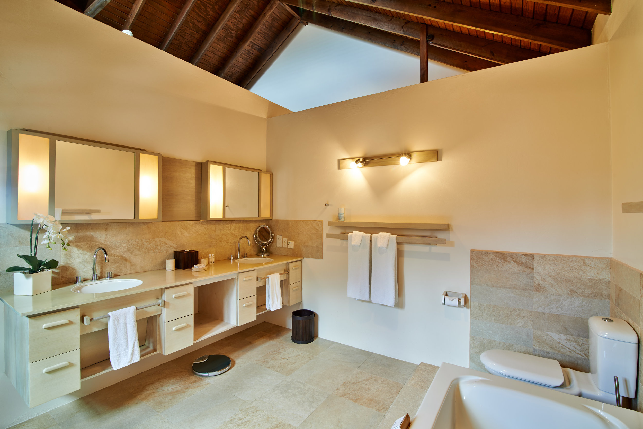 Caribali_bedroom-3_bathroom-1.jpg