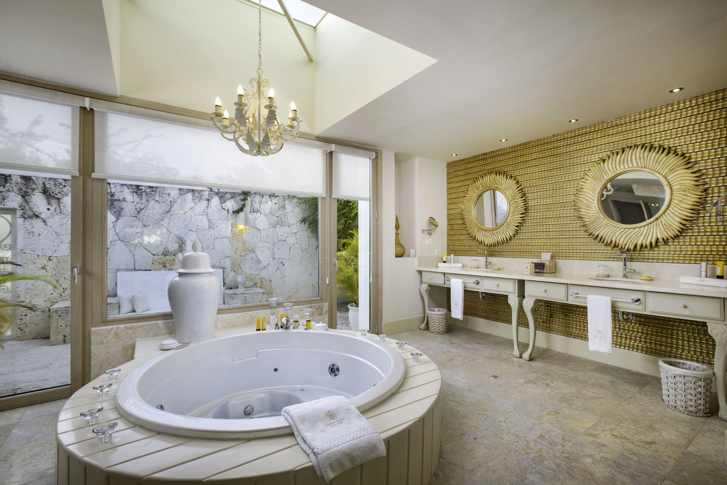 Four Bedroom Imperial Villa_Master Bathroom_1913.jpg