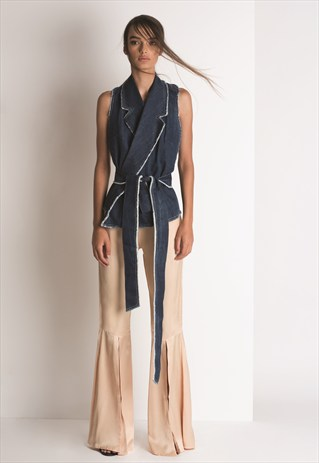 SIG (ADELAIDE, AUSTRALIA)     Here you'll find affordable clothes that look like high fashion. Their design approach has a casual feel, but in a more elegant and creative way. The choice is great: minimalistic dresses, denim, silk camisoles and lots of draped tops. Perfect for day and night.