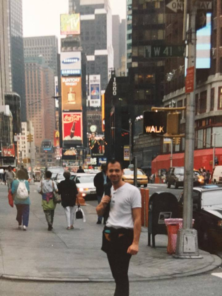 Na de Prestige in Parijs bij Dessange, gaat Nicolas Sioen op uitnodiging van de groep naar New York. Hij wordt gevraagd om de eerste Club Dessange op 5th Avenue in de USA te openen. Het zijn gloriedagen maar de realiteit ligt in Rekkem. Samen met Kathy wil hij het daar waar maken.