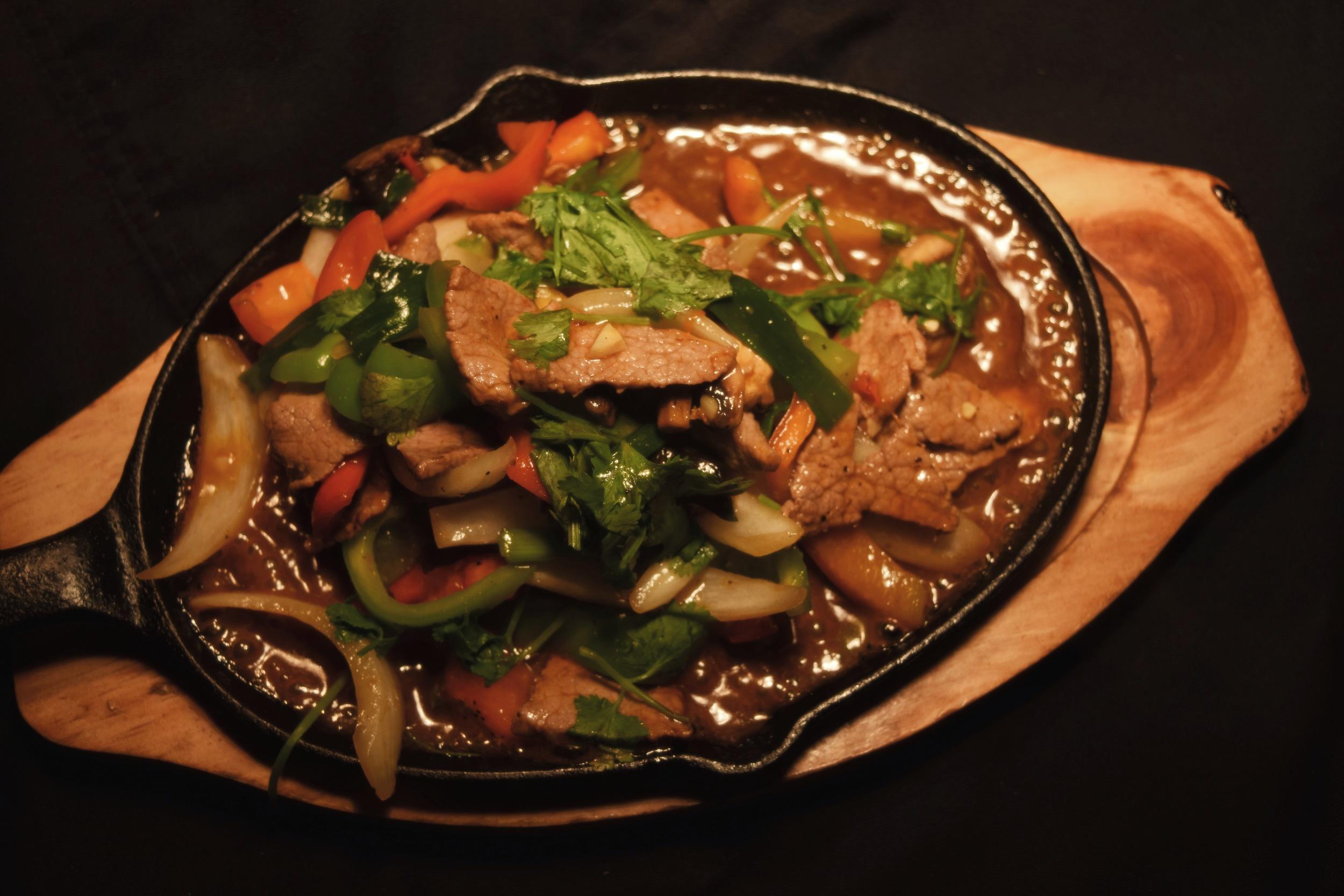 E014 Thai Beef Hot Plate