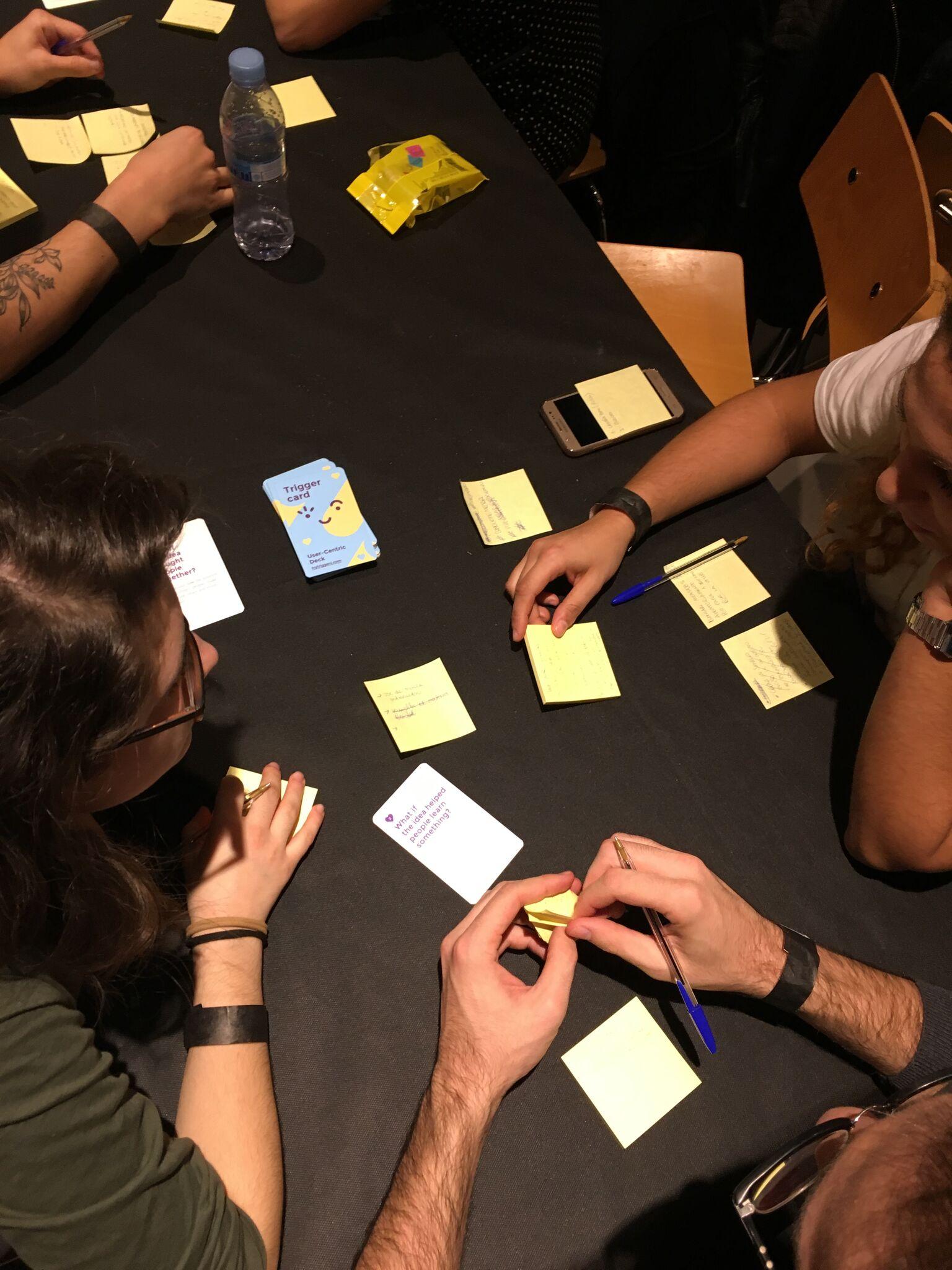 brainstorming_team_working