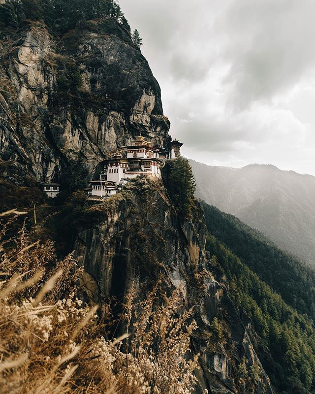 Perched on the side of a mountain 10,240 ft up, Tiger's Nest is the most sacred place in Bhutan. Only 5 monks live in the monastery at a time and because of @bhutanpeacefultour we were able to sit down and have tea with 2 of them. An unreal experience in an even more unreal place. #bdteam
