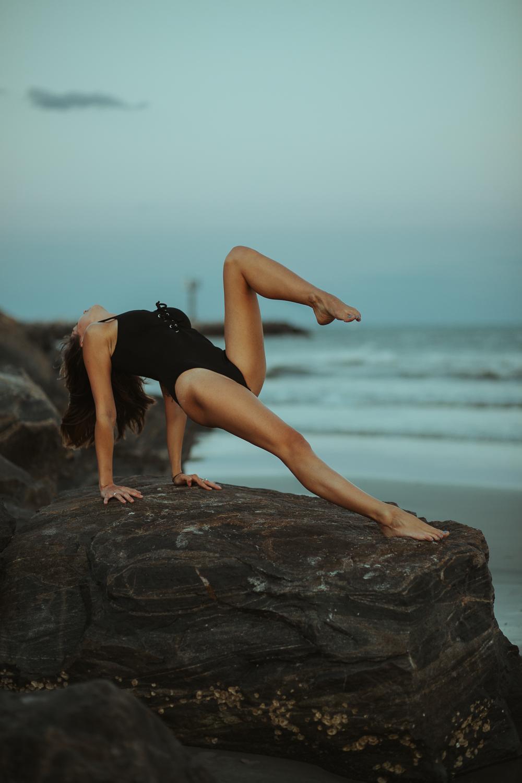 Caitlin_yoga_lifestyle_vaniaelise-J18A2490-Edit.jpg