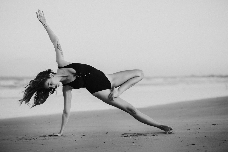 Caitlin_yoga_lifestyle_vaniaelise-J18A2424-Edit.jpg