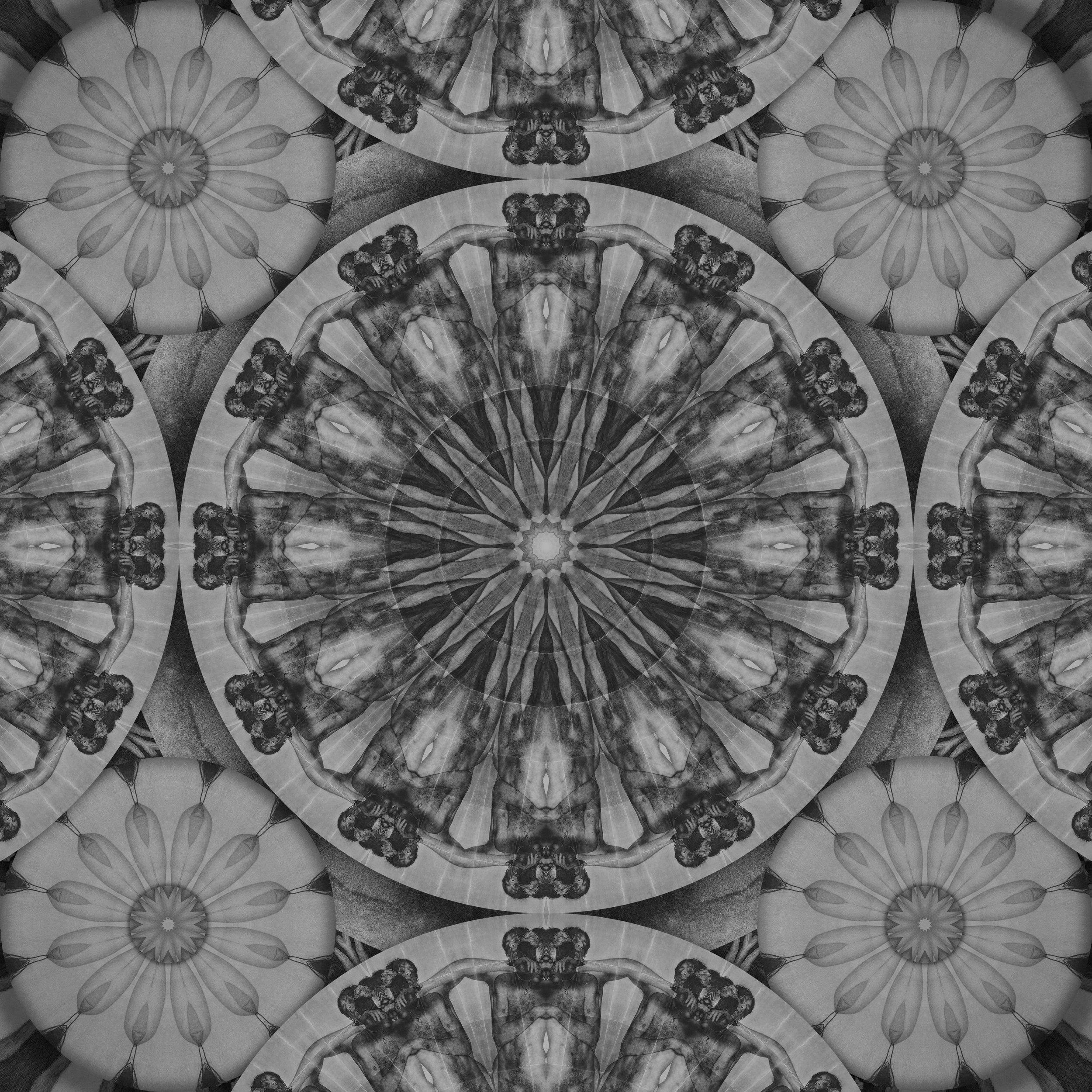 Large_Middle_Mandala_70x70cm.jpg