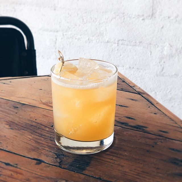 GOLD RUSH: bourbon, lemon, honey, ginger, and love. #DraughtingTable #GetDraughted