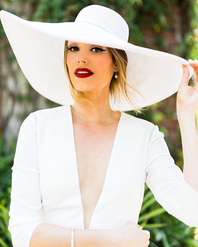 Big hat vibes! Happy weekend!😍 Venue: @summerourstudio Photography: @sydneyblong Makeup + Planning: @meganquintanaartistry Makeup Assistant: @apfinga  Hair: @taylorniele.hair Floral: @bloominghites Styling: @taydoehrman Gowns: @ivyandaster  Model: @Kalemekelly @KellyMcGill Jewelry: bracelet @diamondsdirect Earrings @katespadeny