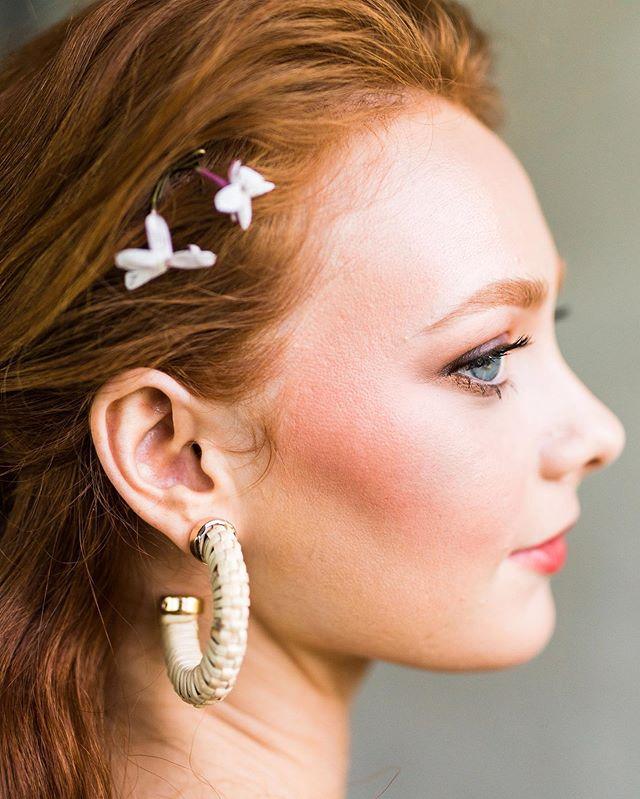 Feeling peachy 🍑  Venue: @summerourstudio Photography: @sydneyblong Makeup + Planning: @meganquintanaartistry Hair: @taylorniele Floral: @bloominghites Styling: @taydoehrman Gowns: @ivyandaster Model: Caroline, @caroline_theis Jewelry: @targetstyle