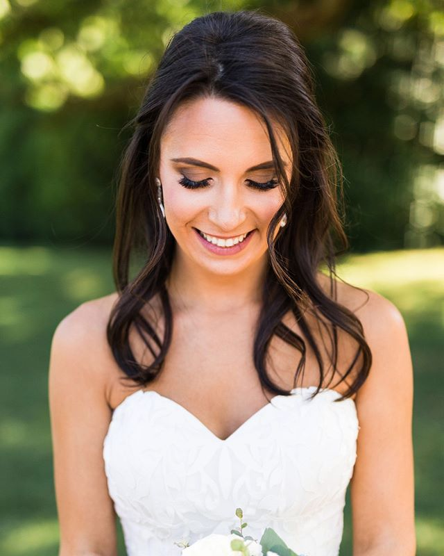 She's such a classic, timeless beauty! I love using individual lashes on my brides! Not only for comfort, but for photos likes these. 😍⠀⠀⠀⠀⠀⠀⠀⠀⠀ .⠀⠀⠀⠀⠀⠀⠀⠀⠀ .⠀⠀⠀⠀⠀⠀⠀⠀⠀ .⠀⠀⠀⠀⠀⠀⠀⠀⠀ .⠀⠀⠀⠀⠀⠀⠀⠀⠀ .⠀⠀⠀⠀⠀⠀⠀⠀⠀ .⠀⠀⠀⠀⠀⠀⠀⠀⠀ .⠀⠀⠀⠀⠀⠀⠀⠀⠀ .⠀⠀⠀⠀⠀⠀⠀⠀⠀ .⠀⠀⠀⠀⠀⠀⠀⠀⠀ ⠀⠀⠀⠀⠀⠀⠀⠀⠀ #meganquintanaartistry #yourbeautyunveiled #bepretty #shesaidyes #bridalbeauty #howheasked #atlantamakeupartist #atlmua #northgeorgiaweddings #weddingdaymakeup #atlgirlgang #weloveatl #barnsleyresort #barbsleyresortwedding #weddingmakeup #georgiawedding #pursuepretty #soloverly #modernluxury #luxurywedding #southerwedding #atlantawedding #beyourbestself #happyilymarried #weddingday #ohhappyday #rise #bridalbeauty #loveislove #bustld