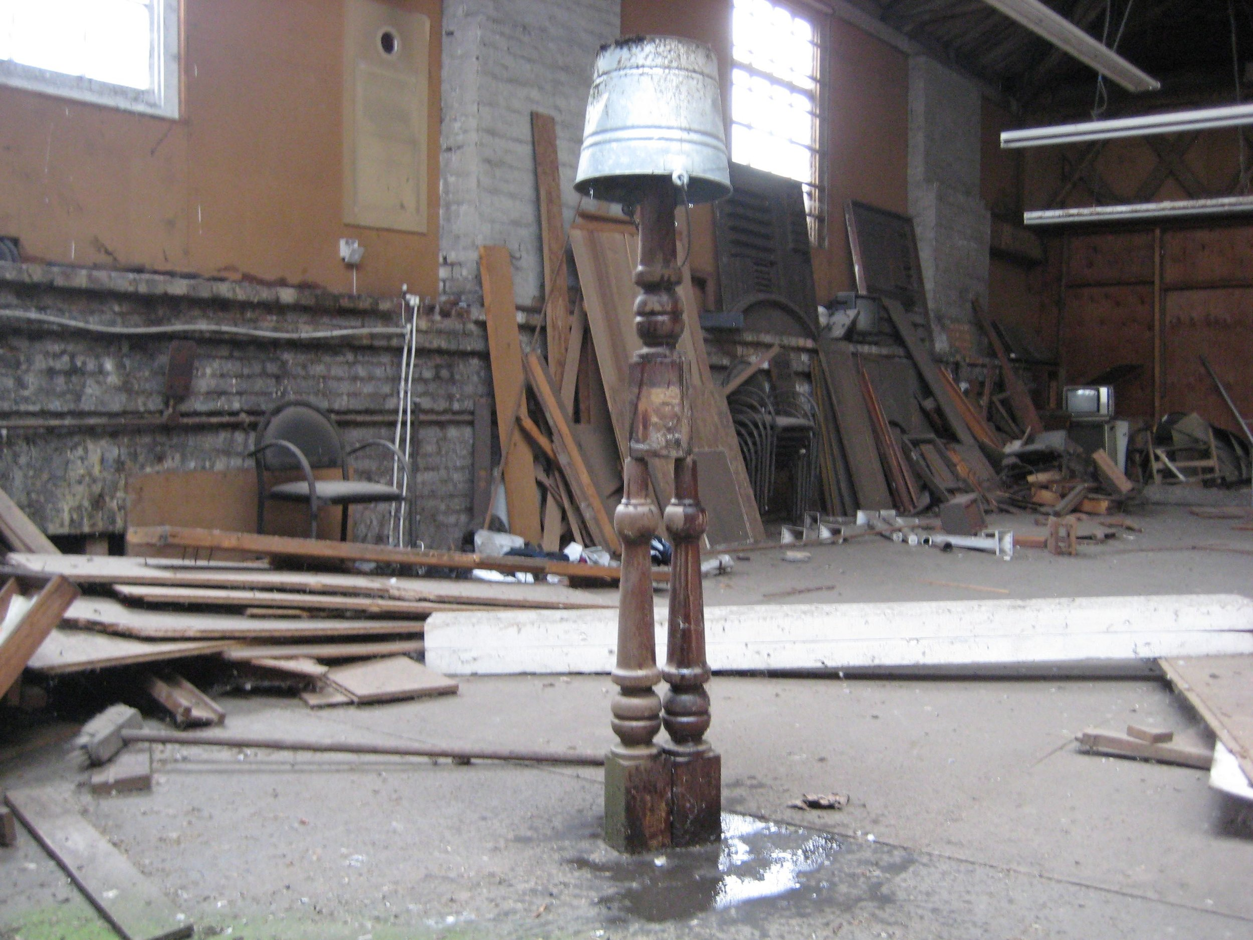 CLI Table legs and bucket (balanced) .jpg