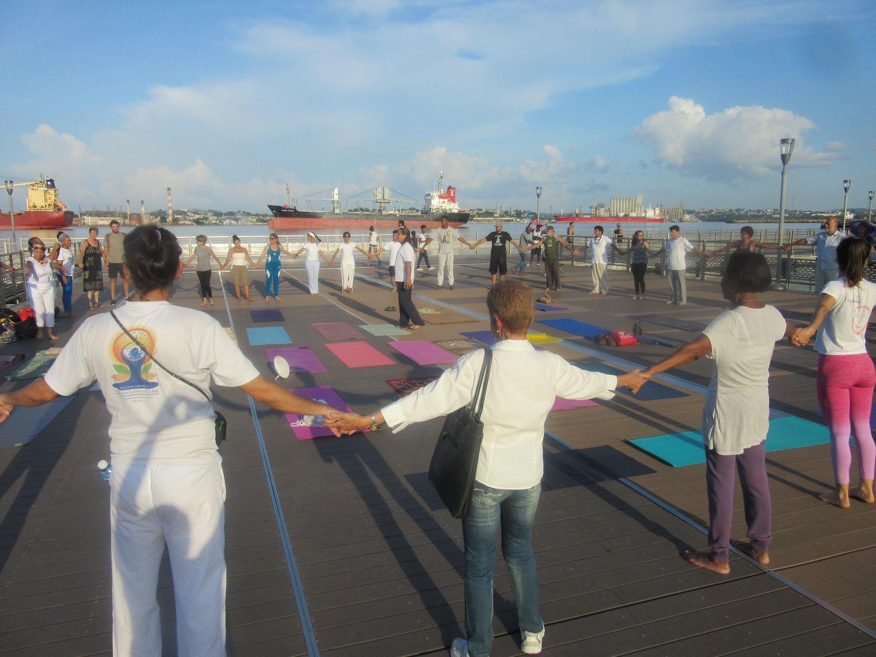 ¡Yoga Va! Cuba organizes the International Day of Yoga 2018, La Habana