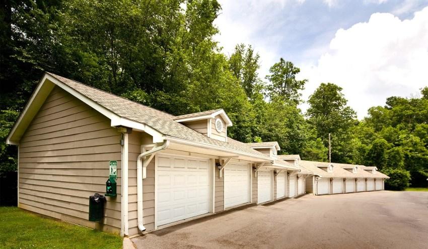 Garages in the neighborhood of Bellevue in Nashville TN