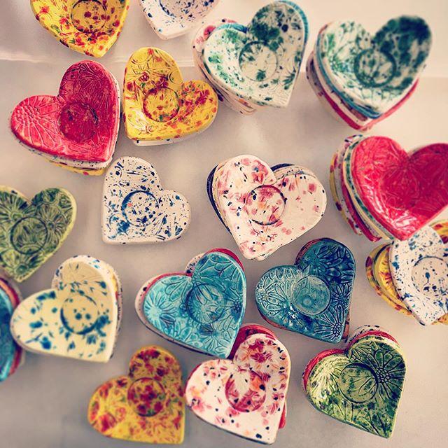 I ❤️ my sweet & creative clients! It's amazing what busy brides are capable of when they want to send their friends and family home with something special to remember the day. Charliene handmade and glazed a ceramic heart dish for every guest at her wedding. Amazing!!! #creativebride #weddingcrafts #weddingfavors #summerwedding