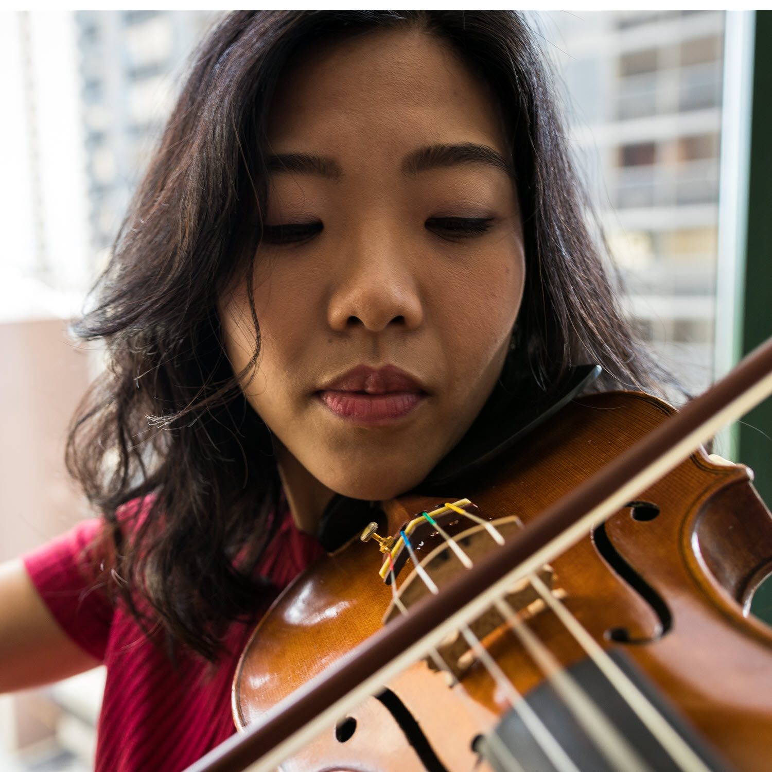 Let's start with the good news. - If your goal is to be able to have fun with the world's most beautiful instrument, then there is no reason you can't learn violin on your own.We made the Trala App for those who want to take violin lessons online. Plus, there are loads of other online resources to help beginning violinists.