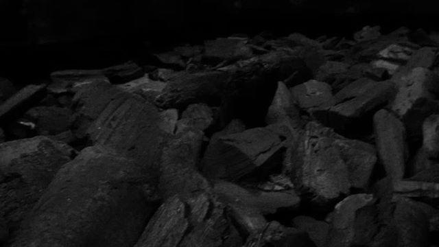 :: SPREKEND VERLENDEN :: . Together with @bvanhagen I have made three sound installations for Sibyl Heijnen's exhibition at @stedelijkmuseumkampen. Today we will also be performing as part of the opening. . Zoals sibyl naar een ruimte kijkt, zo luisteren componist en sopraan hoe een ruimte klinkt. Iedere ruimte heeft zijn eigen grondtoon. De samenwerking tussen de kunstenaar en de musici heeft geresulteerd in een aantal 'klank-compisities' die in de zaal to horen zijn. Thayer en Van Hagen geven get gebouw een eigen stem. . Just as sibyl looks at a space, so composer and soprano listen to how a space sounds. Every space has its own root. The collaboration between the artist and the musicians has resulted in a number of 'sound compositions' that can be heard in the room. Thayer and Van Hagen give the building an equal voice.