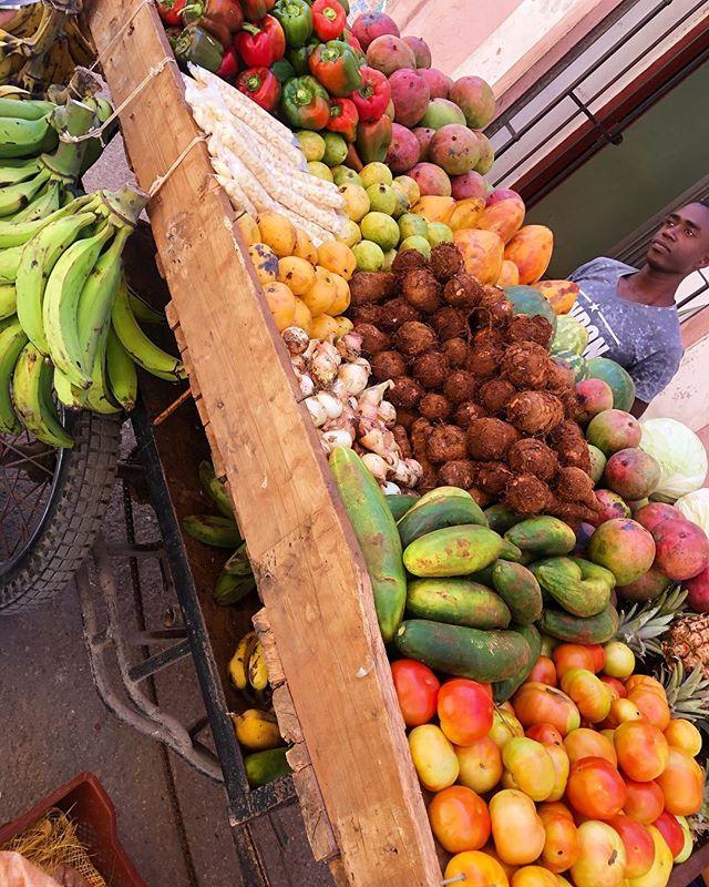 Fresh fruits and vegetable cart in📍Havana, Cuba! Cuba produces many tropical fruits like mango, papaya, pineapple, avocado, guava, coconut, and Annonaceae (custard apple family). ———- #cuba #havana #travel #habana #love #photography #a #like #miami #argentina #fruit #tropicalfruit #havana #cuban #cubanfood #cubanfruit