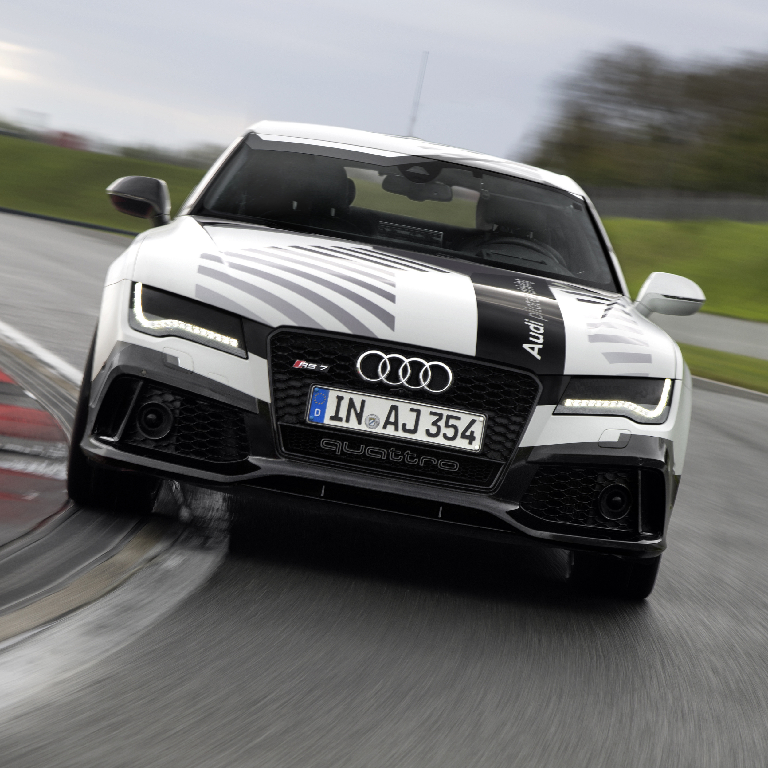 news-2014-audi-rs-7-piloted-car-02.jpeg