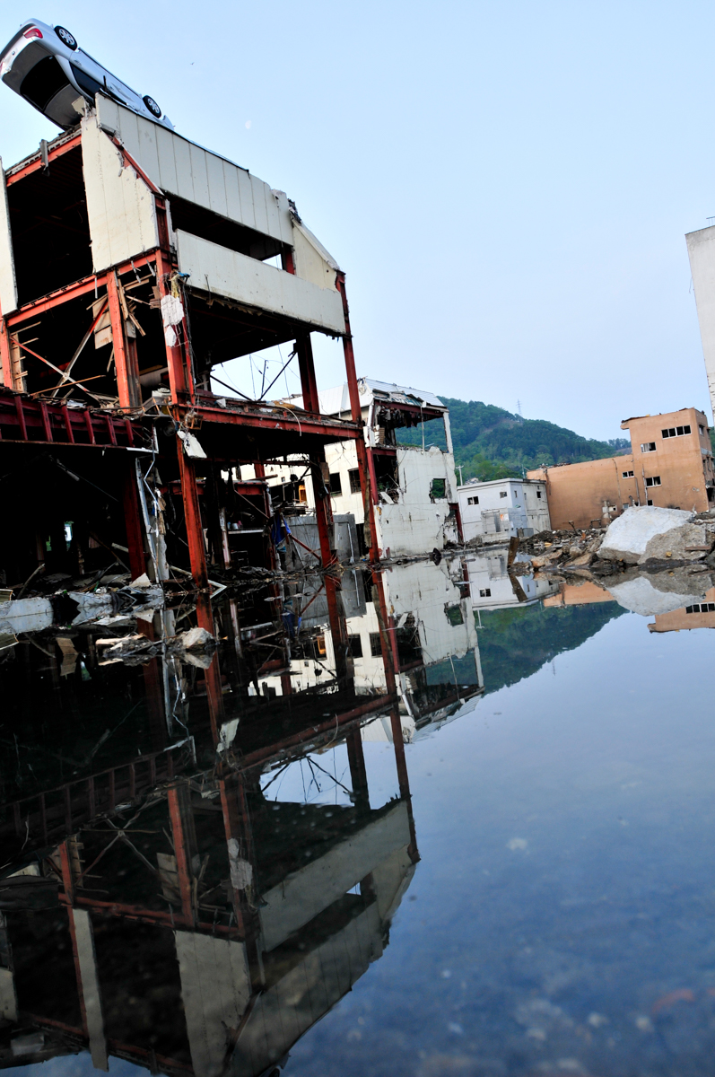 15,ooo people lost their lives and 200,000 people were displaced in Japan's Fukushima earthquake