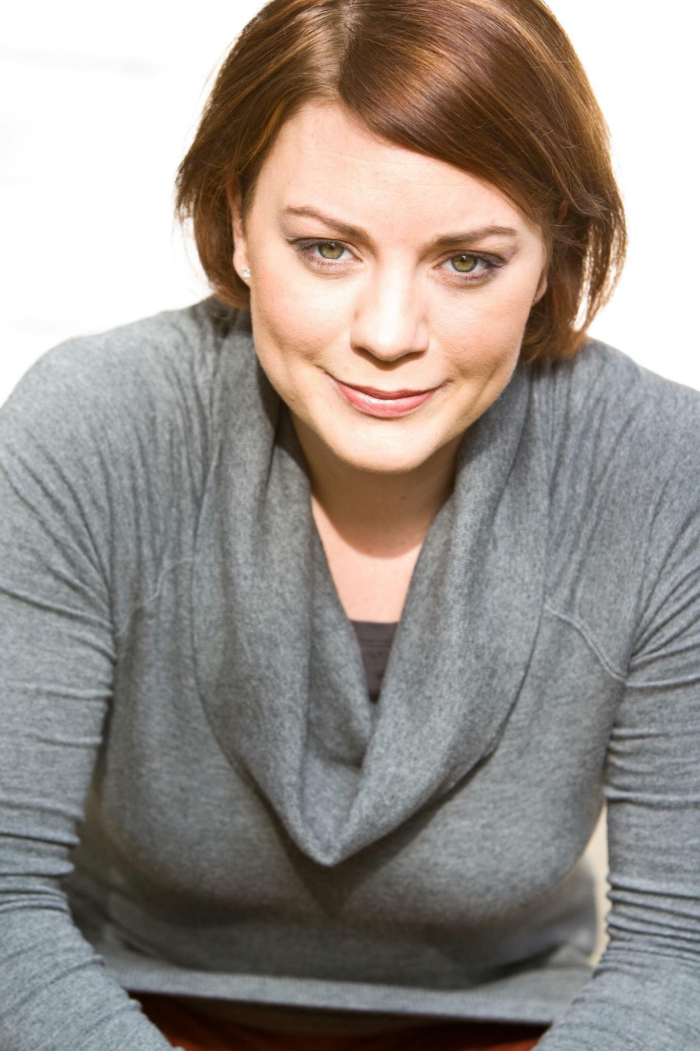 Robyn Lipnicki  as  Nora Ames .