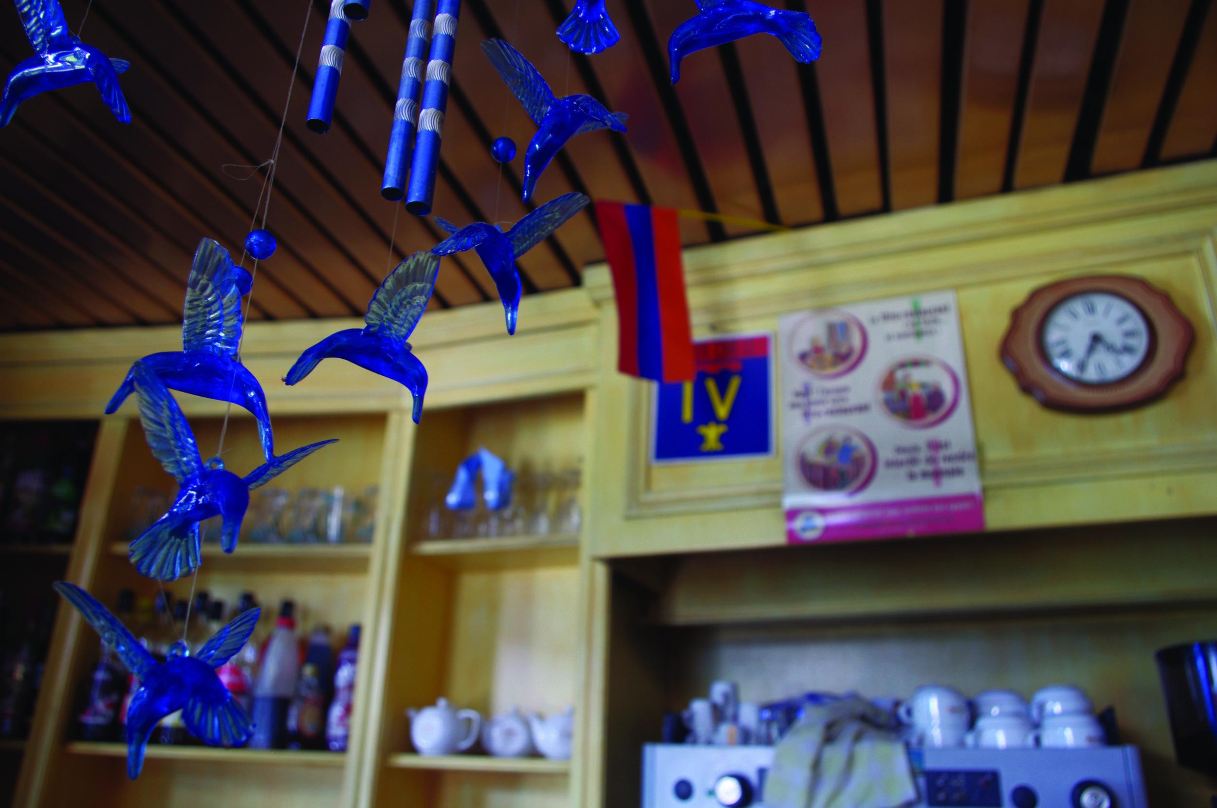 Dans un restaurant arménien du centre ville.  In an Armenian restaurant in the centre of the town.