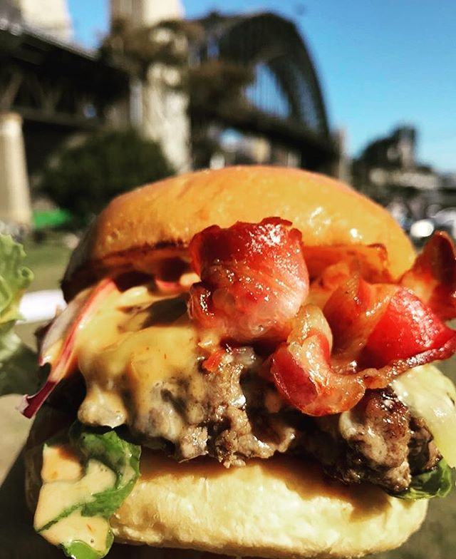 🍔BATCH BY THE BRIDGE 🍔Our regulars love to grab some burgers and shakes and walk 2 secs down to the harbour to munch with a glorious view! Photo credit 📸 @aussieblokefood 🍔🍔🍔🍟🍟🍟🥓🥓🥓#shake #sydneyharbour #sydneyharbourbridge #harbourbridge #sydneyblogger #sydneyfood #sydneyscene #sydneyfoodie #burger  #batch #batchburgerandespresso #lunapark #milkshake #batchburgersandespresso #burgersbythebridge #batchburger #urbanlistsyd #batchburgers #menu #newmenu #kirribilli #urbanfoodreview #hotdog #burgersandfries #burgers