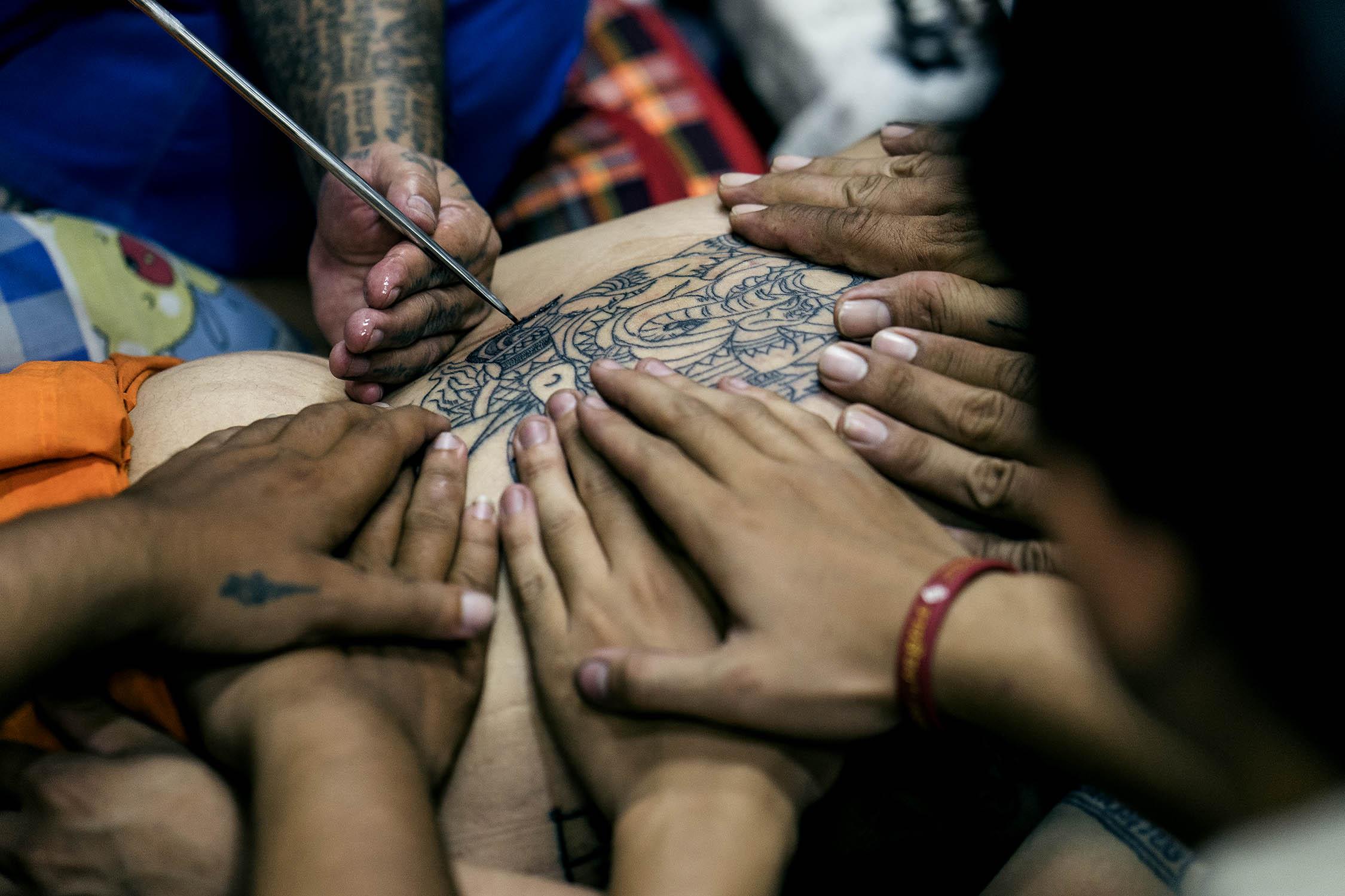 sak yant tattoo monk