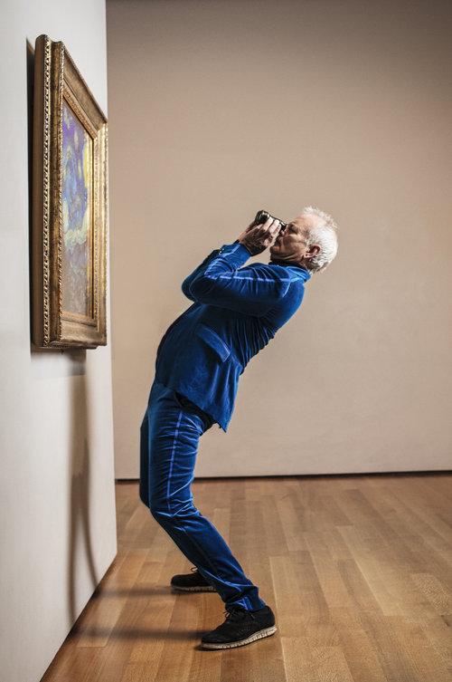 Bill Murray. Fotografiert im Museum of Modern Art New York mit dem Original des «Nachthimmel» von Vincent van Gogh. (Credit: Marco Grob)