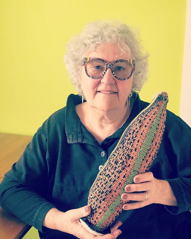 #madametricot strickt Blutegel. Aber in erster Linie therapiert Dr. Dominique Kaehler Schweizer mit diesen kleinen Würmern ihre Patienten. #blutegeltherapie #naturheilkunde