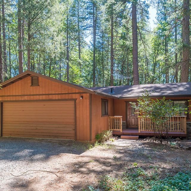 ✨New Listing✨ Don't miss out on your opportunity to own this amazing single-owner home that is nestled amongst the trees in Forest Ranch. • • 🛏 3 Bedroom 🛁 2 Bathroom 📐 2,288 sqft 🚘 Large Shop with car lift • • #lambertpearce #coldwellbanker #coldwellbankerdufour #realestate #justlisted #forestranch #house #seller #homebuyer #shop #carlift #buyer #properties #homesearch #househunting #realtor #selcudedhome