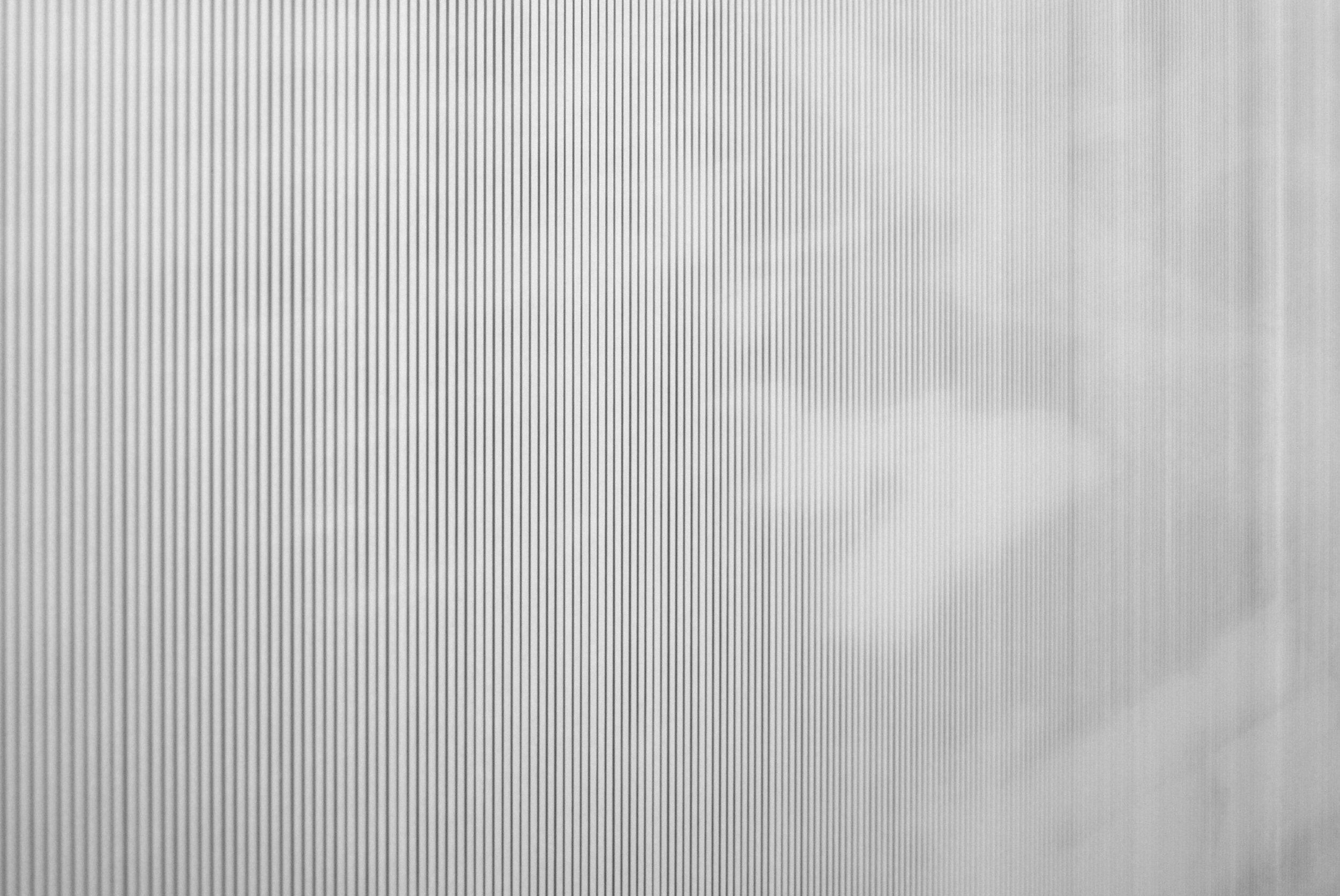 """Détail, Xavier Bauer, Sans titre, de la série """"Temps long"""",  encre pigmentaire sur banner, découpe effectuée manuellement par l'artiste 188x136cm, 2015."""