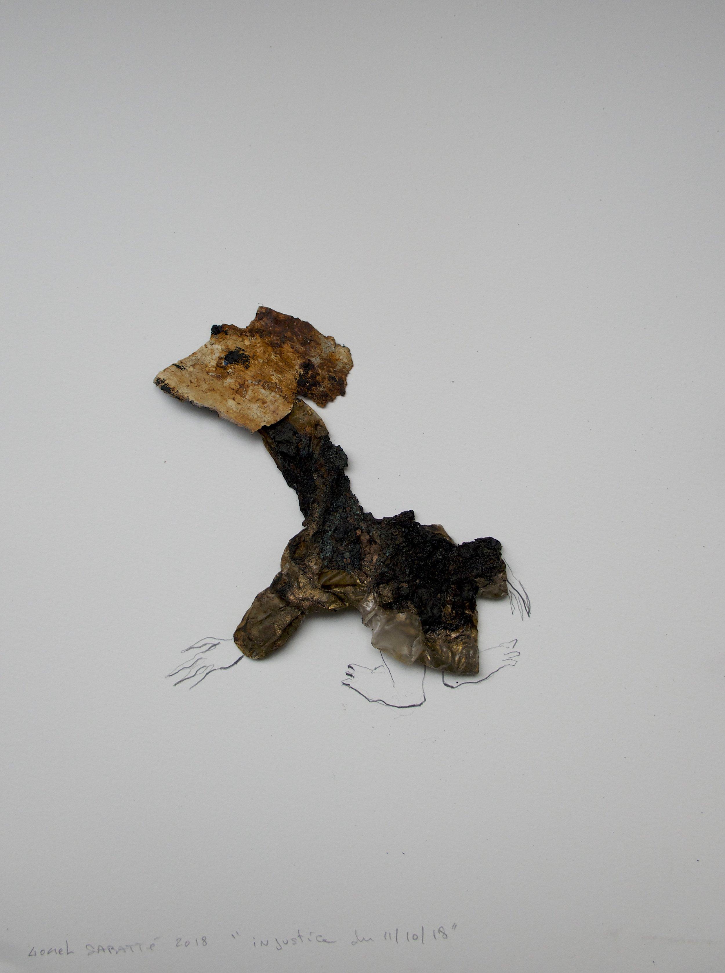 """© Lionel Sabatté, """"Injustice du 11/10/18"""", plastique brûlé, crayon, matériaux divers, 40 x 30 cm, 2018, Courtesy Galerie C"""