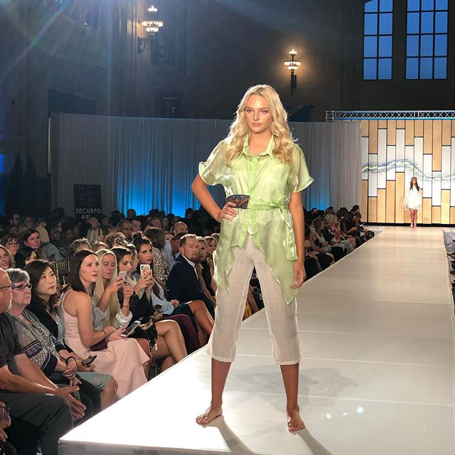 Absolutely gorgeous fabrics and  beautiful draping are featured in @maangstudios S/S '20 collection. Founded by Iranian designer, Yasi Fayal, Maang is bridging the gap between Yasi's Middle Eastern background and her European life experience from studying in Milan — and the result is stunning 😍