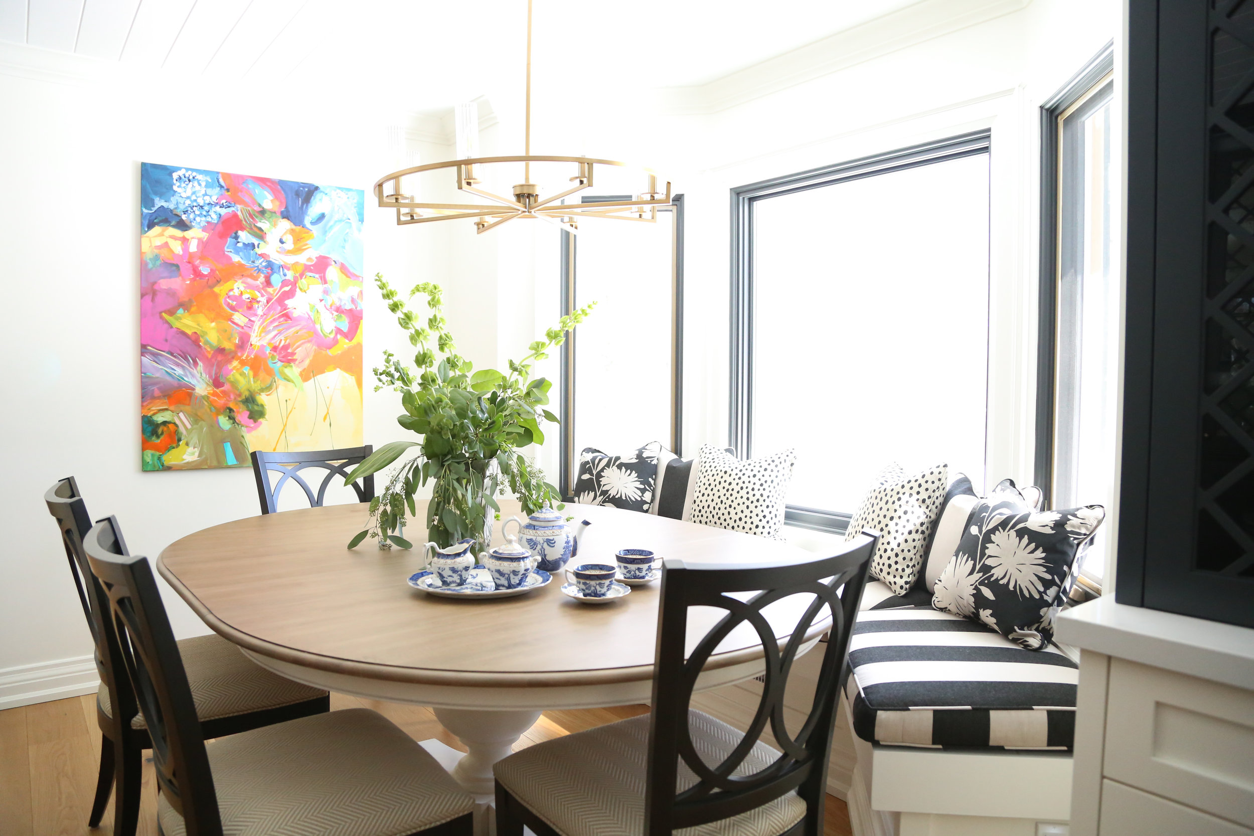 Dining area of Burnside Cottage kitchen renovation. Courtesy of Kelly Tomlinson Photography.